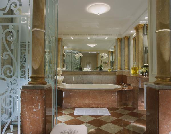6-hotel-plaza-athenee-paris