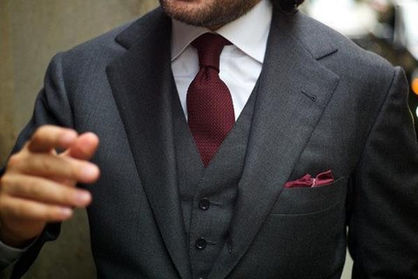 Klasična i poslovna boja kravate – bordo