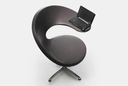 stolica-s-drzacem-za-netbook