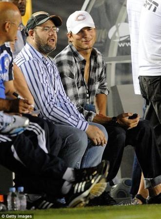 Ashton Kutcher je utakmicu pratio s klupe igrača Chelsea