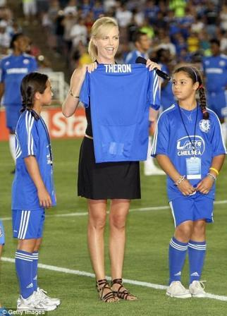 Charlize Theron predstavila se kao velika navijačica Chelsea