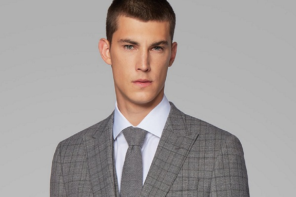 Muško odijelo s prslukom