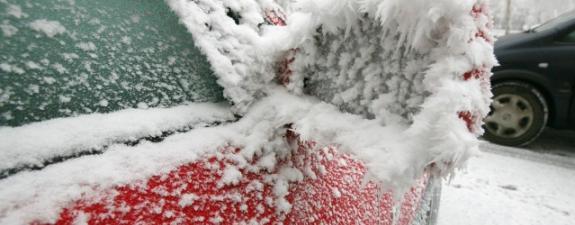 Kako očistiti automobil od snijega i leda bez kemikalija Led