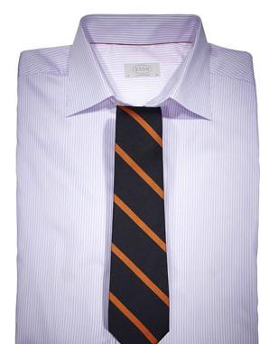 Kombinacija košulje na pruge i kravate