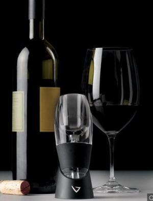 Pribor za otvaranje vina ili set čaša za vino
