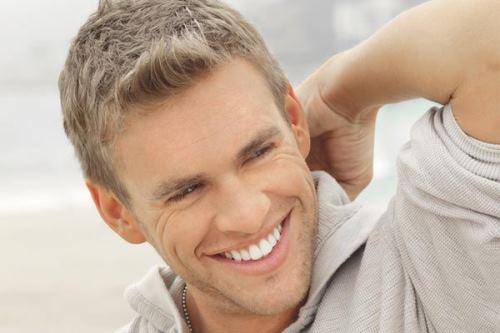 Moderne muške kratke frizure za proljeće – M stil