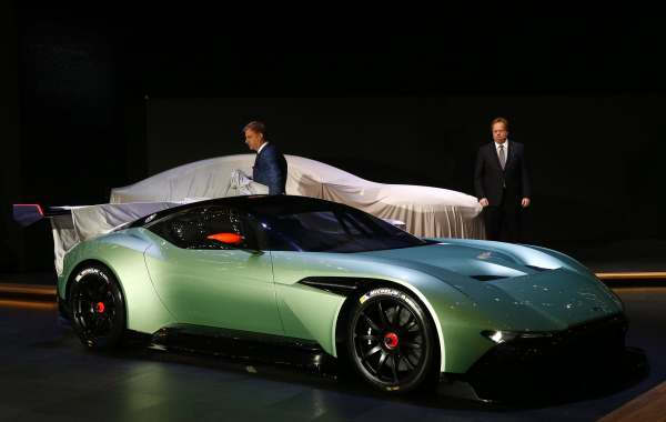Aston Martin V12 Vulcan Hypercar-1