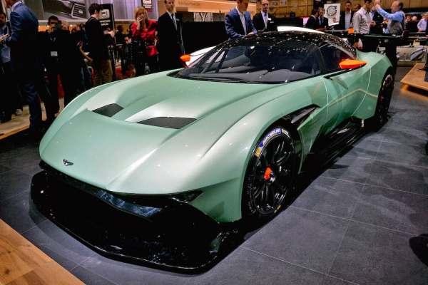 Aston Martin V12 Vulcan Hypercar-6