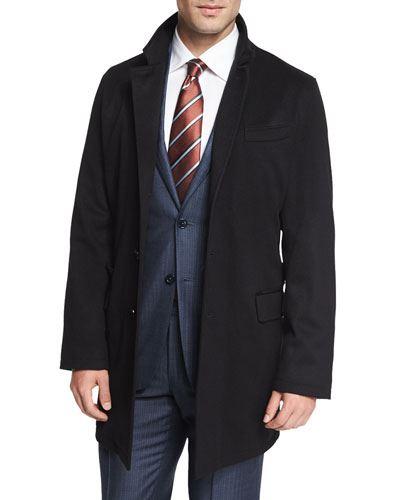 Kaput od kašmira prikladan je za muškarce koji nose odijela. Naravno da je važno da je kaput moderan, ali još važnije od toga je da je uvijek uredan. Ne zaboravite pri svakom izlasku iz stana očistiti mucice.