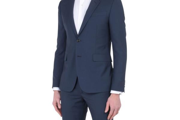 Uz što kombinirati tamnoplavo muško odijelo?