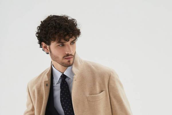 Moderni muški kaputi u bež boji 2020/2021.