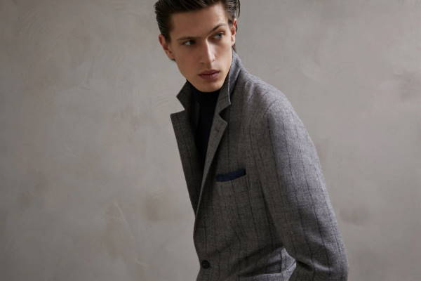 Što kombinirati uz sivo odijelo
